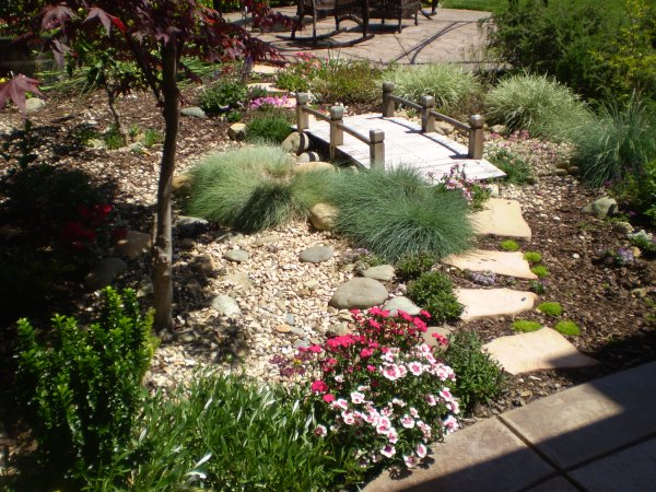 Garden bridge ideas perfect home and garden design for Ornamental grass bed design
